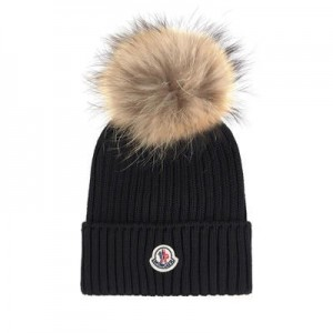 Wool hat and fur bobble