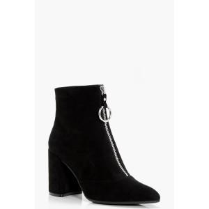 Oversized O-Ring Cylinder Heel Shoe Boots