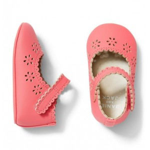 Scallop Eyelet Crib Shoe