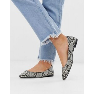 New Look pointed flat shoe in snake print