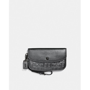 clutch in signature leather