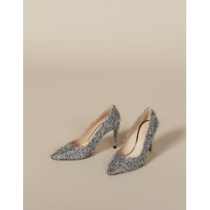 Heeled Shoes With V-Shaped Front