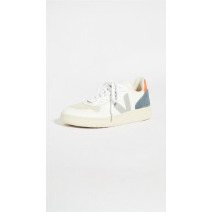 V 10 Sneakers